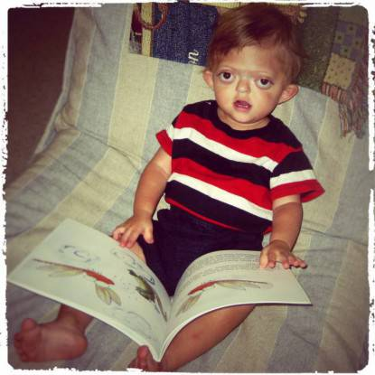 bimbo legge libro