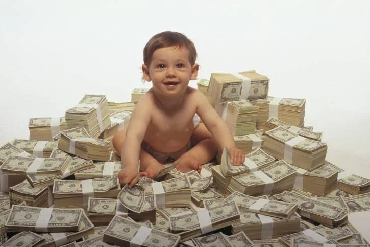 Bonus baby-sitter, 600 euro al mese. È il momento di fare domanda
