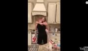 balla con la figlia
