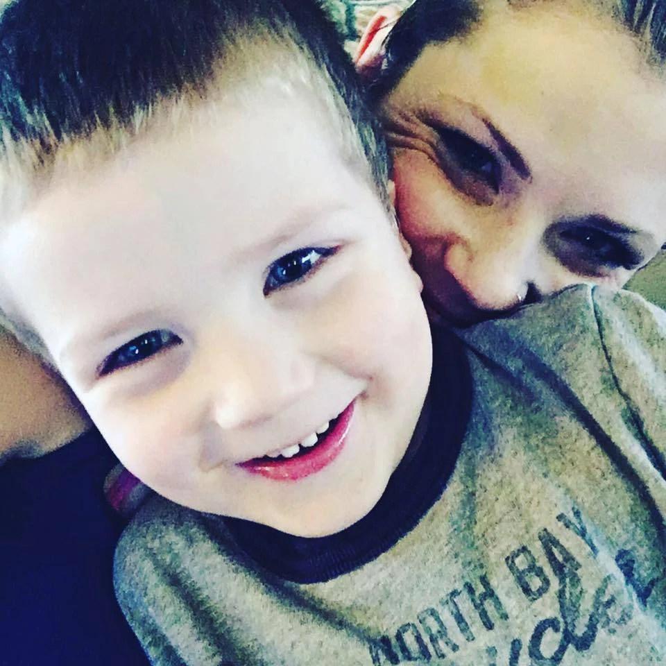 """""""Tenete stretti i vostri bambini"""": il grido di una mamma al mondo (FOTO)"""