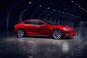 سيارة P100D أسرع نماذج السيارات من Tesla حتى الآن!