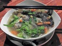 Sopa de fideos de cristal con verduras y ternera