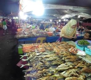 Mercado de comida en Kota Kinabalu
