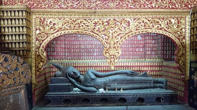 Buda reclinado en la Capilla Roja de Wat Xieng Thong