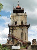 Torre del reloj en Inwa