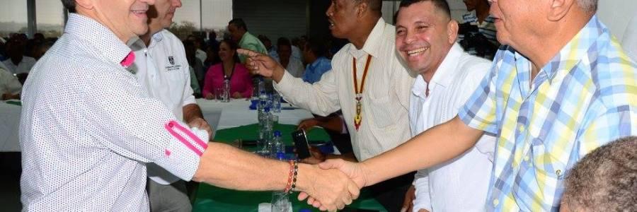 Gobernador Luis Pérez escucha al alcalde de Carepa Ovidio Ardila
