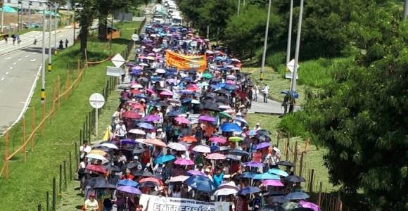 Miles de maestros antioqueños volvieron a salir a las calles