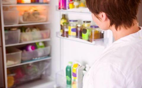 No deberías guardar la leche en la puerta de la nevera por este motivo