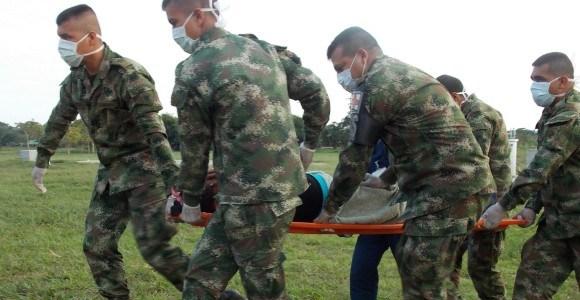 Un soldado gravemente herido y otro en recuperación por rayó que los impactó