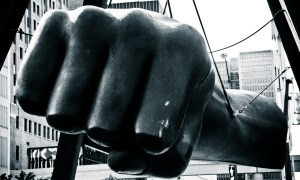 """Joe Louis' fist"", symbole de la force de la ville de Détroit et ses habitants. Source : Flickr (Par ktpupp)"