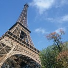 Tour Eiffel : une tude pour accueillir les touristes en sous-sol