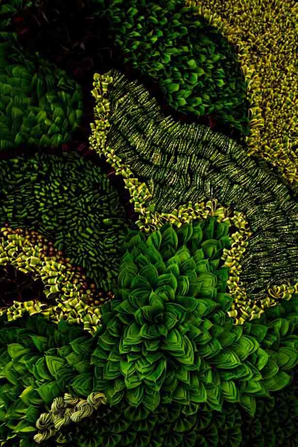az-collabsable-leaves-green-wall