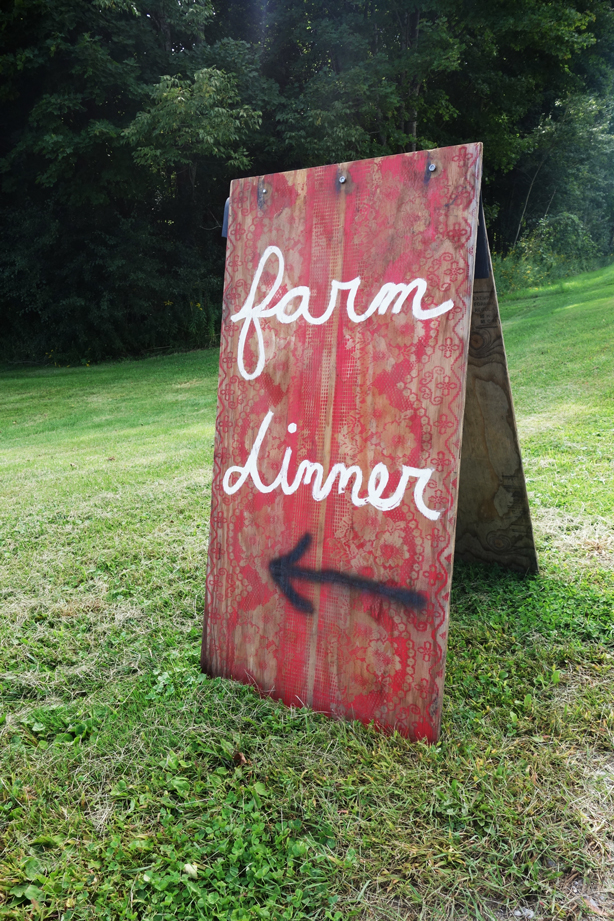 outstandin-in-field-farm-dinner-sign-urbangardensweb