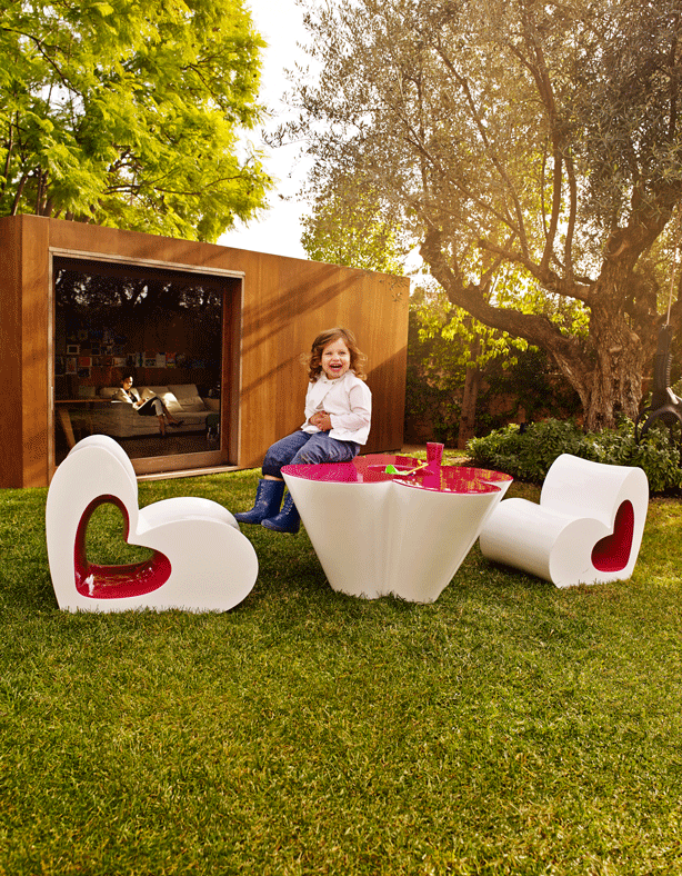 VONDOM_AGATHA-heart-shaped-outdoor-furniture