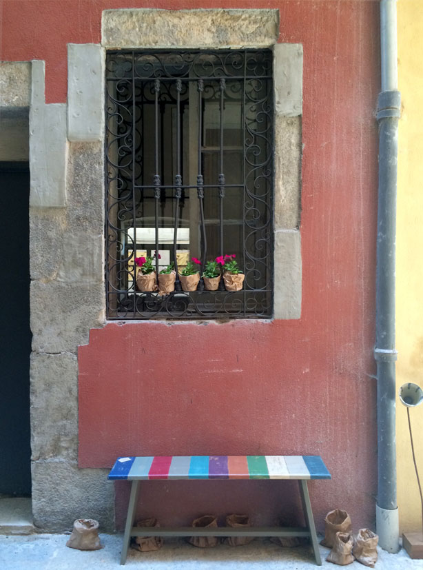 temps-de-flors-stripe-bench-urbangardensweb