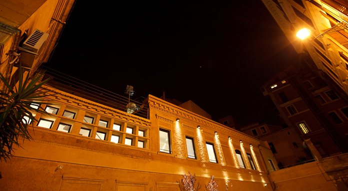 Urben - facciata esterna notte