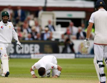 Britain Cricket - England v Pakistan - First Test - Lord's - 15/7/16 Pakistan's Yasir Shah celebrates after taking the wicket of England's Moeen Ali Action Images via Reuters / Andrew Boyers Livepic EDITORIAL USE ONLY.