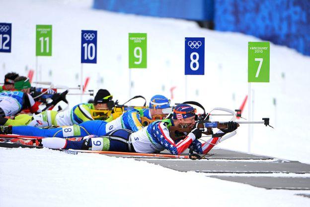 800px-Jeremy_Teela_in_biathlon_-_men's_pursuit_at_2010_Winter_Olympics_2010-02-16_2