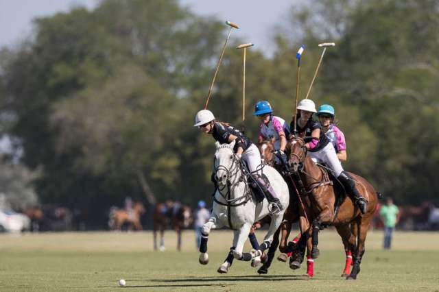 Ellerstina's Lia Salvo leads the field in Tuesday's semifinal versus Santa Maria de Lobos. ©Matias Callejo
