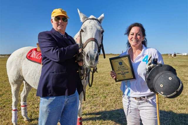 Best Playing Pony India, pictured with USPA Governor-at-Large Steve Armour and Ursula Pari.
