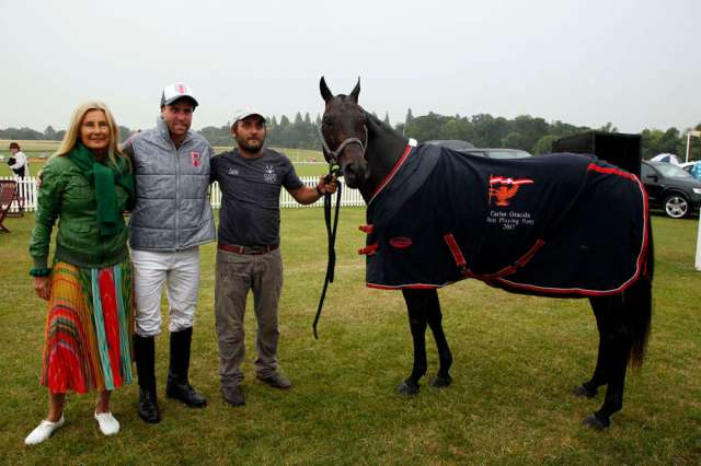 Popular received Best Playing Pony in the Carlos Gracida Memorial Trophy which is traditionally played on the opening day of the Gold Cup at Cowdray Park Polo Club in England. The prize was presented by The Honorable Lila Pearson, Vice President of Cowdray Park Polo Club. ©Clive Bennett