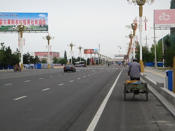 Horgos road to the border