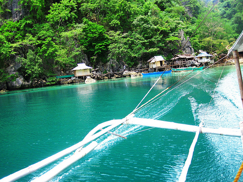 "cc Image courtesy of Roslyn in Starfish Island on Flickr ""Leaving Kayangan Lake"""