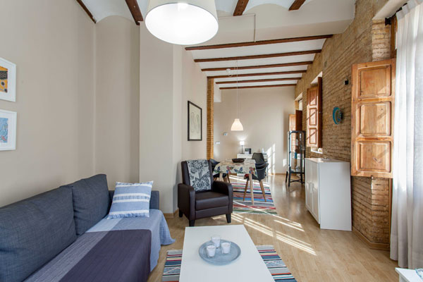 2 BEDROOMS REFURBISHED APARTMENT FOR TEMPORARY RENTAL IN VALENCIA