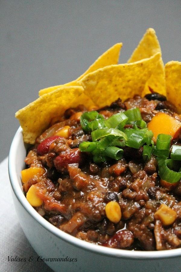 chili végétalien aux trois haricots