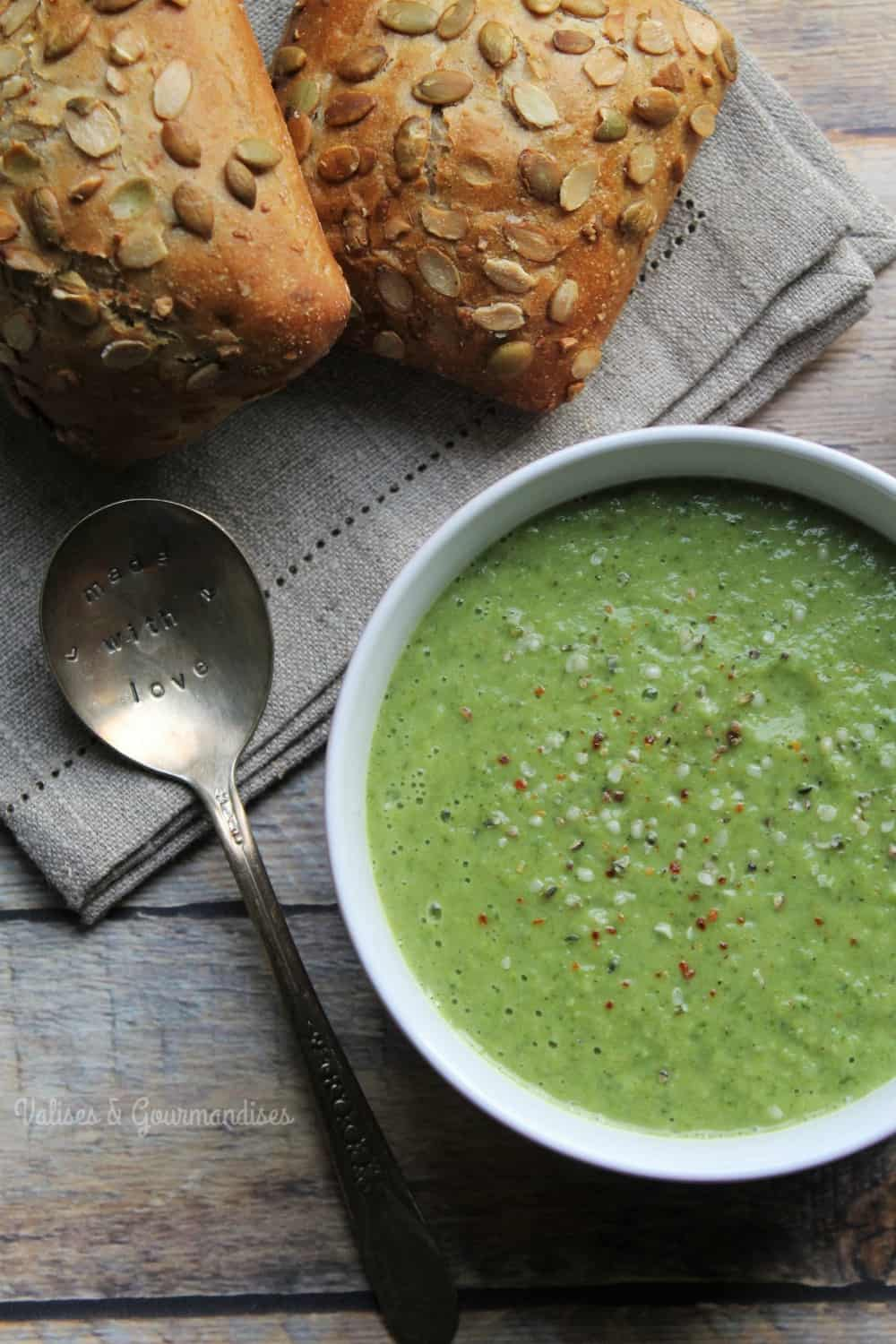 This healthy green soup is a great way to add fiber, protein and vitamin and minerals to your diet, such as calcium and iron.