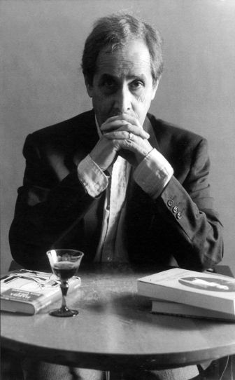 El poeta y artista plástico Jorge Eduardo Eielson.