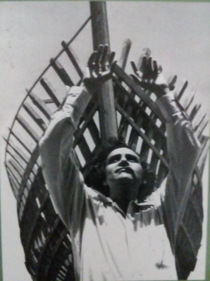 El poeta Arturo Corcuera y su arca