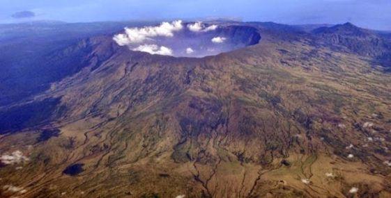 Monte Tambora (Indonesia) donde actualmente se aprecia el cráter gigatesco que produjo que no haya verano en Europa a inicios del siglo XIX.
