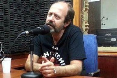 El poeta Álvaro Ojeda en una entevista