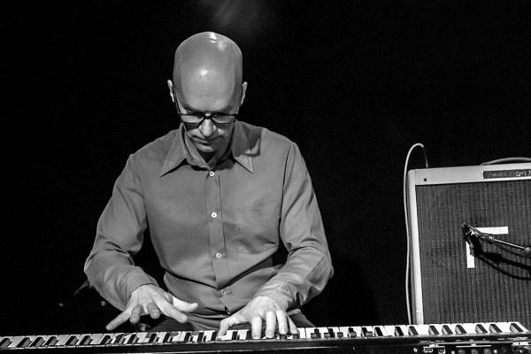Pianisti Kari Ikonen soittaa Valtakunnallisten jazzpäivien jameissa Joensuussa syksyllä 2012.