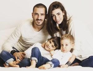 Leonardo Bonucci con la sua famiglia (foto da Facebook)