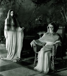 Elizabeth Allan and Caroll Borland in Tod Browning's Mark of The Vampire (1935)
