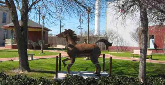Horse Statue in Fielder Park - Van Alstyne,TX