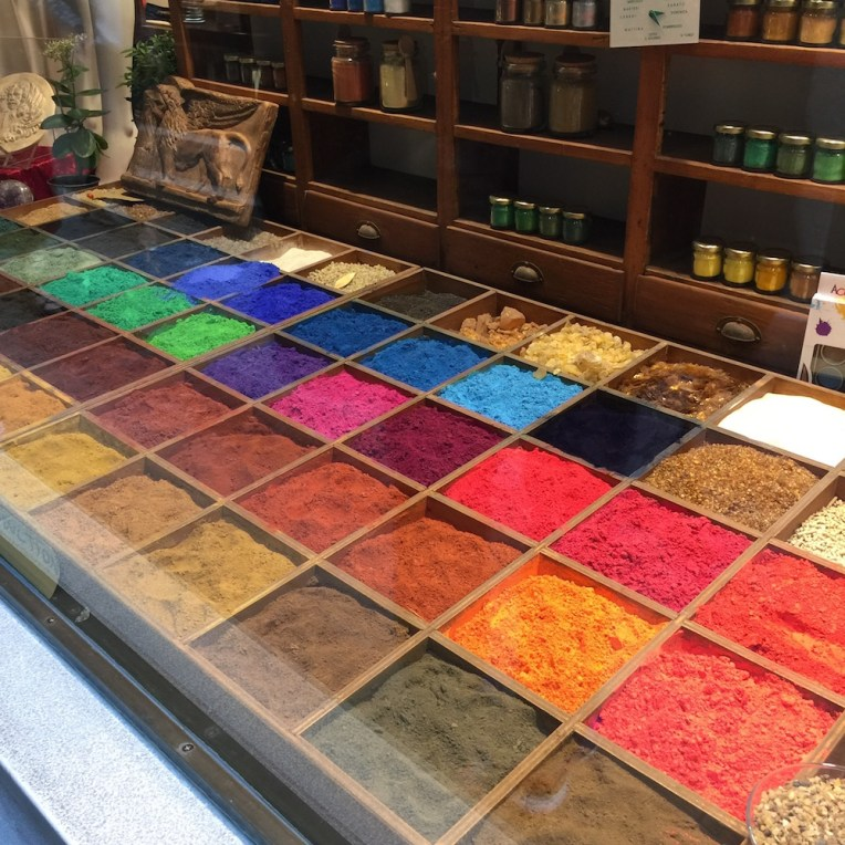 Making Watercolour Paint Pigment Display
