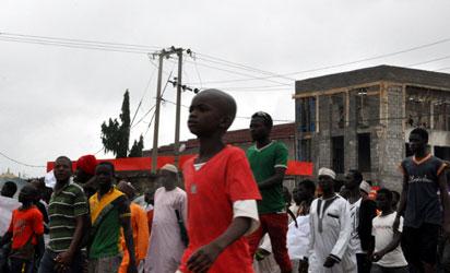 弹劾 -  Nasarawa州居民昨天走上街头抗议行动弹劾总督Tanko Al-Makura。照片:Gbemiga Olamikan。