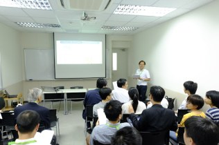 Scientific sessions in the afternoon. (Photo: Ta Duc Tung)