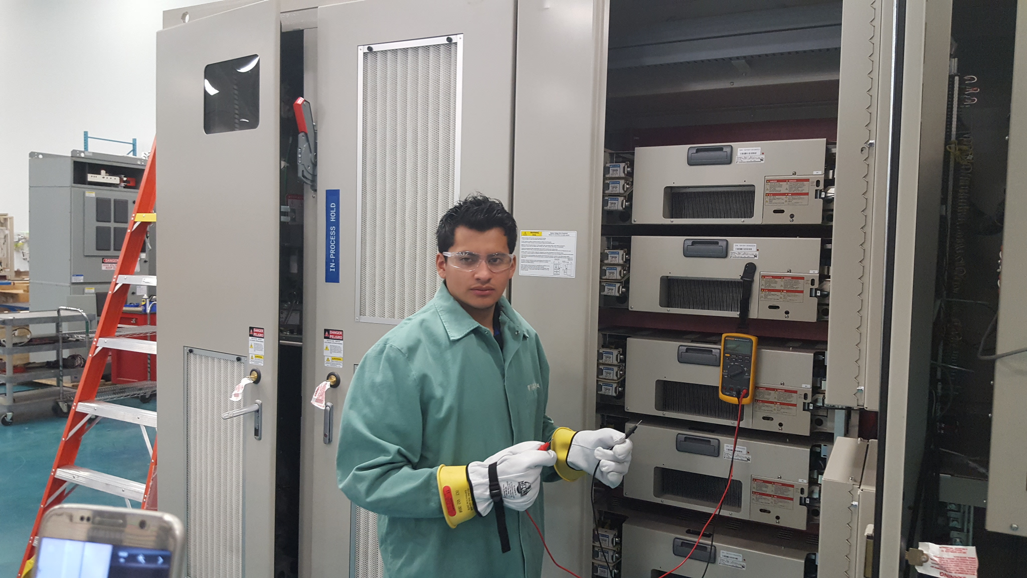 Ingeniero de Aplicaciones de Variadores Chile, se certifica en fábrica.