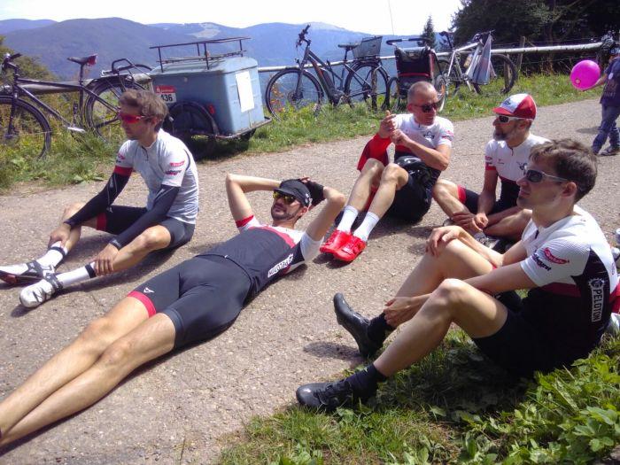 Das Team erschöpft nach dem Rennen!