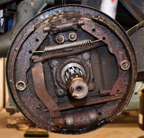 rear brakes were quite a state, with a mixture of leaked braked fluid, break dust, general grim plus leaked gearbox oil