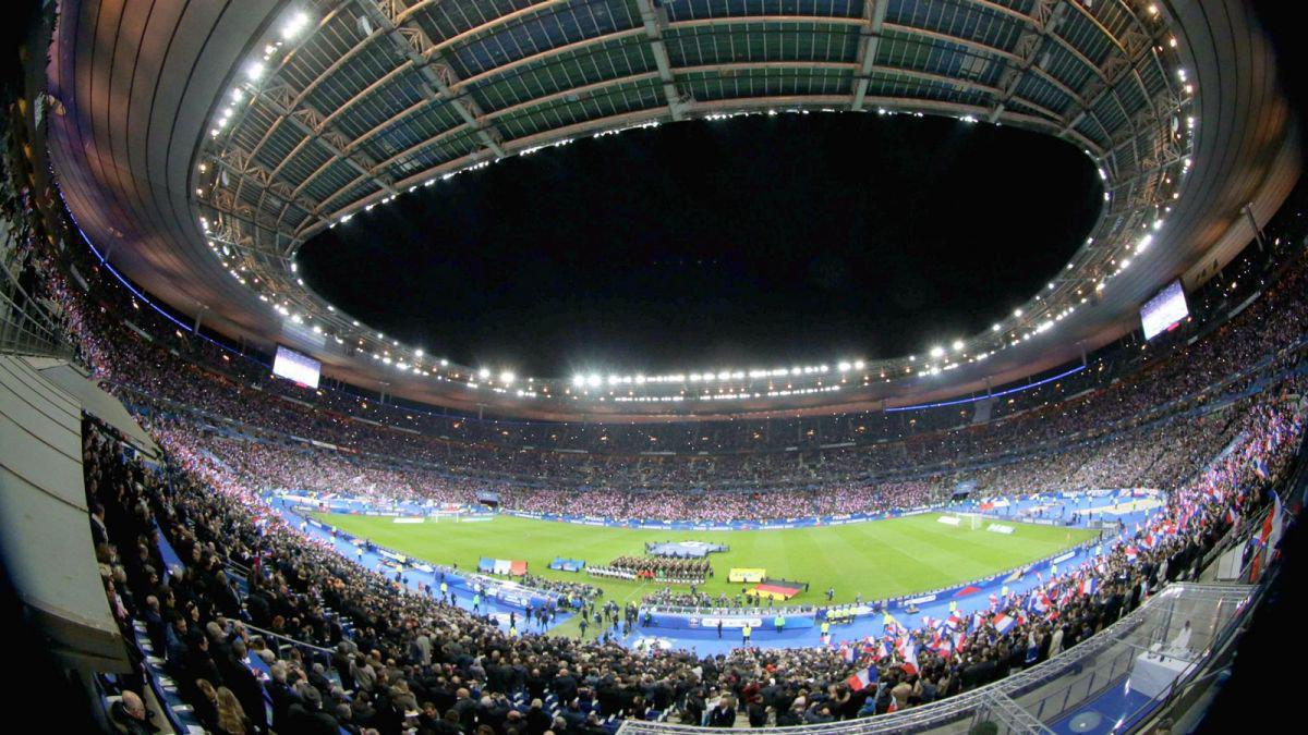Stade de France   Vega SRL The Stade de France is the national stadium of France  just north of Paris  in the commune of Saint Denis  Its seating capacity of 81 338 makes it the