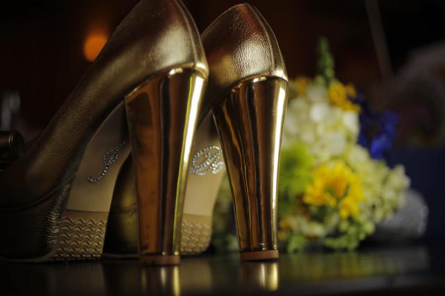 Zapatos dorados para novias