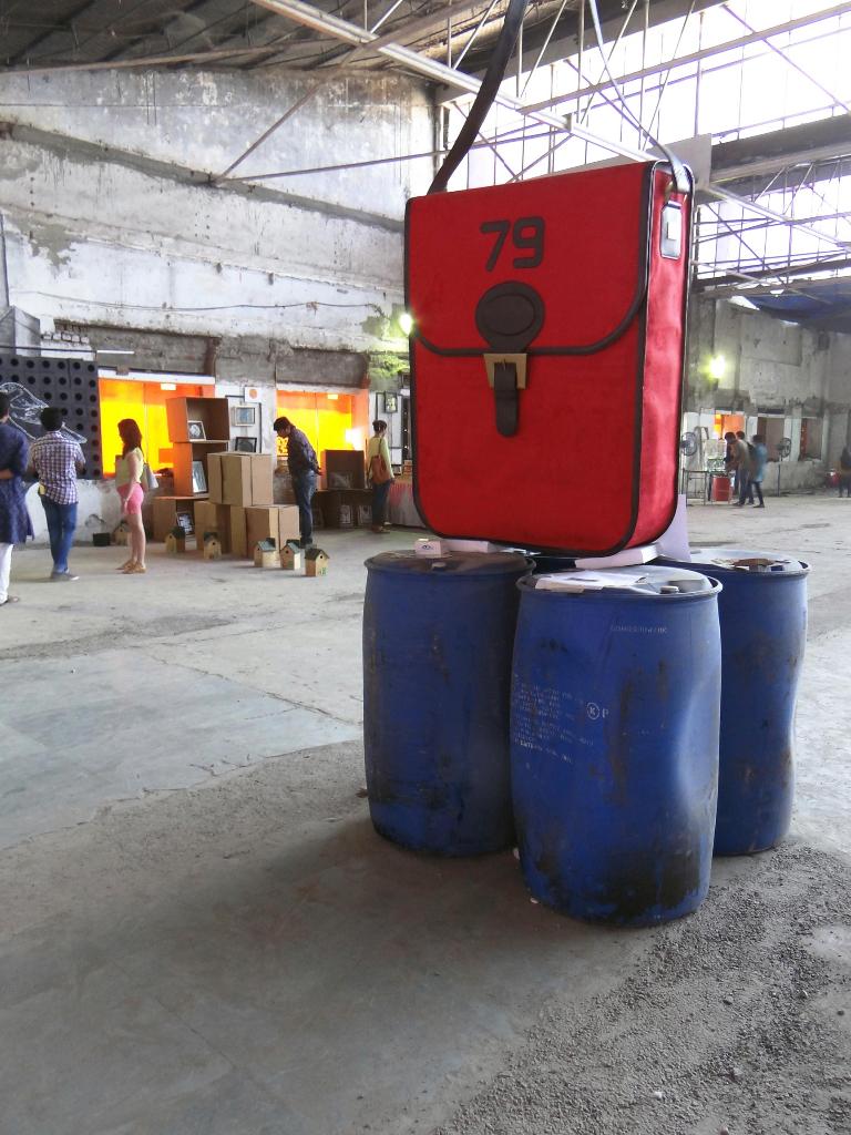 Karishma-Shahani-giant-bag-creation-for-Vikhroli-Skin-Photograph-by-Nitin-Shimpi