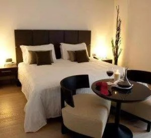 Hotel monopole dormire in hotel a milano a due passi for Dormire low cost milano