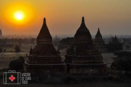 Amanecer desde uno de los mil templos de Bagán, Myanmar