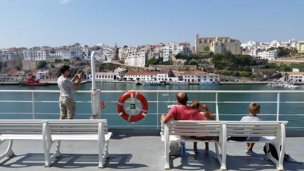 Vista de Mahón desde la cubierta superior del buque Adriatico